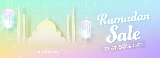 Bannière de vente du mois sacré du ramadan avec mosquée de papier sur fond coloré.