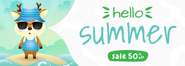 Bannière de vente d'été avec un cerf mignon utilisant un costume d'été