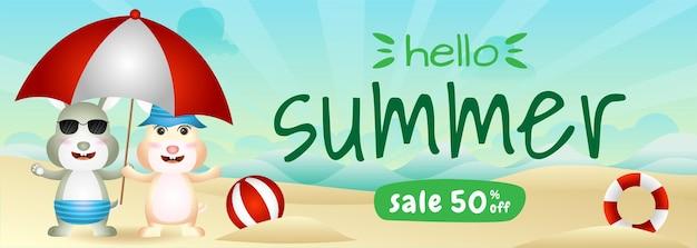 Bannière de vente d'été avec un joli couple de lapins utilisant un parapluie sur la plage