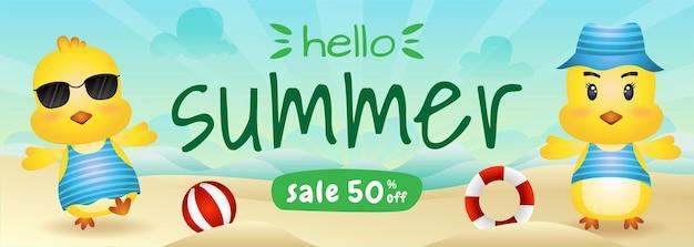 Bannière de vente d'été avec un poussin mignon à la plage
