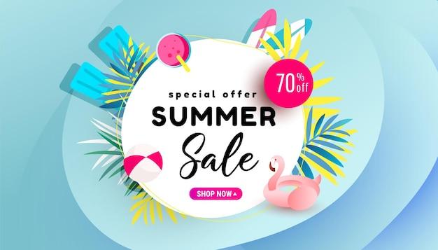 Bannière de vente d'été, remise de saison chaude avec flamant rose et cocktail rafraîchissant