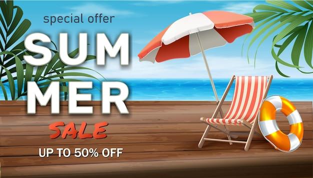 Bannière de vente d'été avec transat et parasol sur la plage de bord de mer