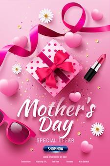 Bannière de vente de fête des mères heureuse avec boîte-cadeau d'amour, coeur doux, lunettes de soleil, fleurs et rouge à lèvres sur rose