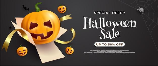 Bannière de vente halloween avec lanterne citrouille en boîte cadeau sur fond sombre