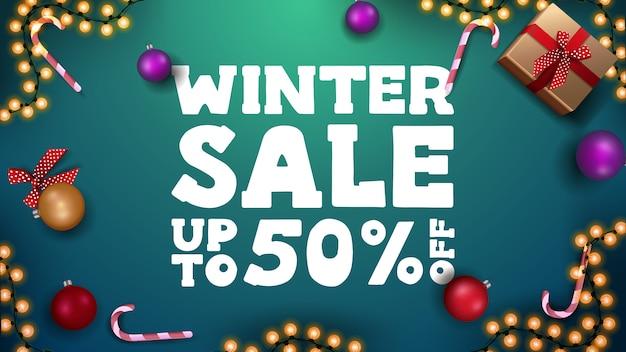 Bannière de vente d'hiver avec des cadeaux de noël et des décorations de noël