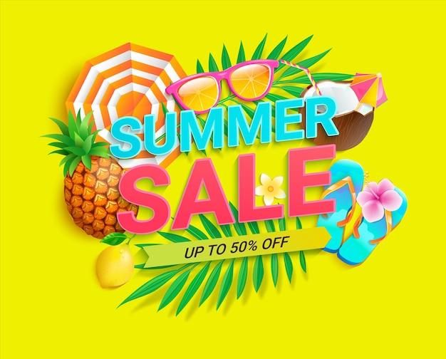 Bannière de vente lumineuse pour les achats de l'été 2021 sur fond jaune. carte d'invitation jusqu'à 50 pour cent de réduction avec ananas, feuilles tropicales, lunettes de soleil, citron. modèle pour la conception, flyer. illustration vectorielle