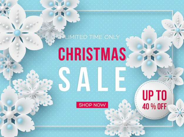 Bannière de vente de noël. flocons de neige décoratifs 3d et étiquette avec texte sur fond pointillé bleu. illustration vectorielle pour les remises de vacances d'hiver.