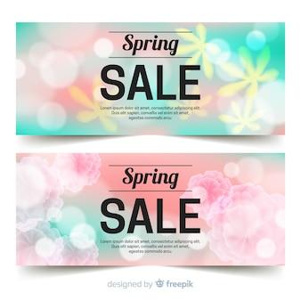 Bannière de vente printemps fleurs floues