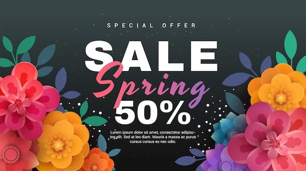 Bannière de vente de printemps avec des fleurs en papier sur fond noir