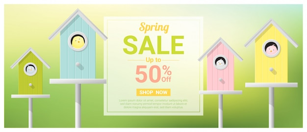 Bannière de vente de printemps avec petits oiseaux dans des nichoirs colorés