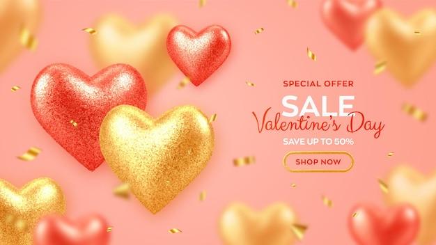 Bannière de vente saint valentin avec des coeurs de ballons 3d rouges et or réalistes brillants avec texture de paillettes et confettis.