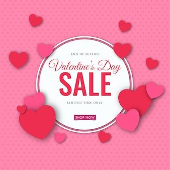 Bannière de vente de la saint-valentin avec des coeurs décorés sur des points roses