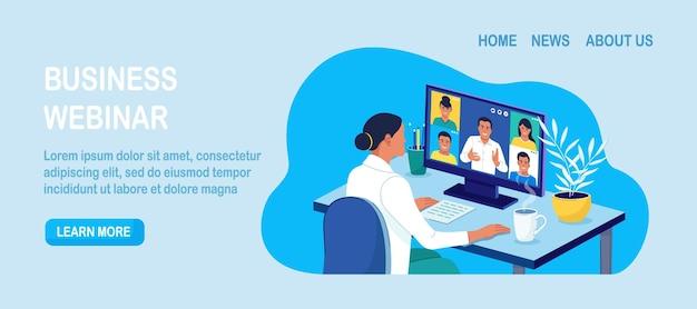 Bannière de vidéoconférence. les collègues se parlent sur l'écran de l'ordinateur portable.