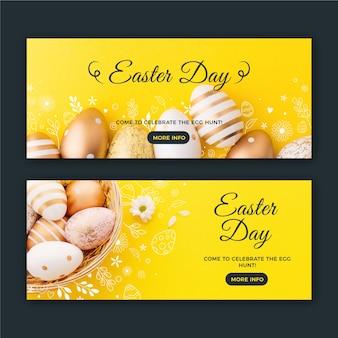 Bannières du jour de pâques avec des œufs d'or