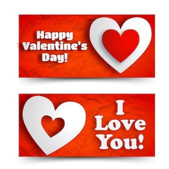 Bannières horizontales romantiques abstraites avec texte de voeux et coeurs blancs sur illustration vectorielle de papier froissé rouge isolé