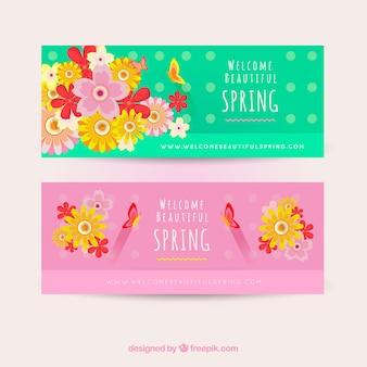 Bannières de printemps fantastiques avec des fleurs et des papillons