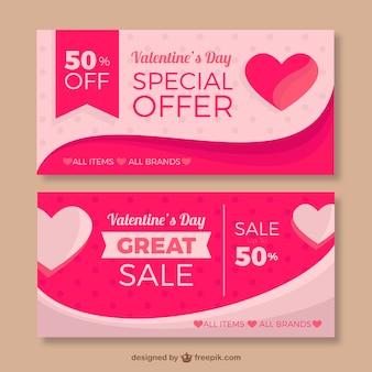 Bannières roses avec des coeurs et des offres spéciales pour saint valentin