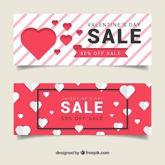 Bannières rouges et blanches pour la vente de la saint-valentin