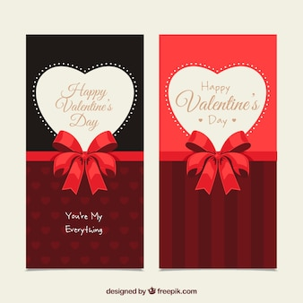 Bannières valentine avec des coeurs et des arcs