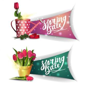 Bannières de vente de printemps avec bouquet de tulipes et rose dans l'arrosoir