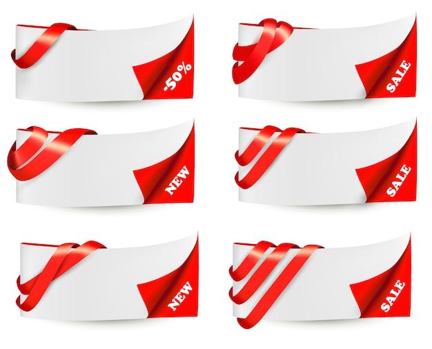 Bannières de vente rouges avec des rubans rouges