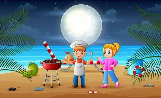 Barbecue sur la plage avec des enfants heureux