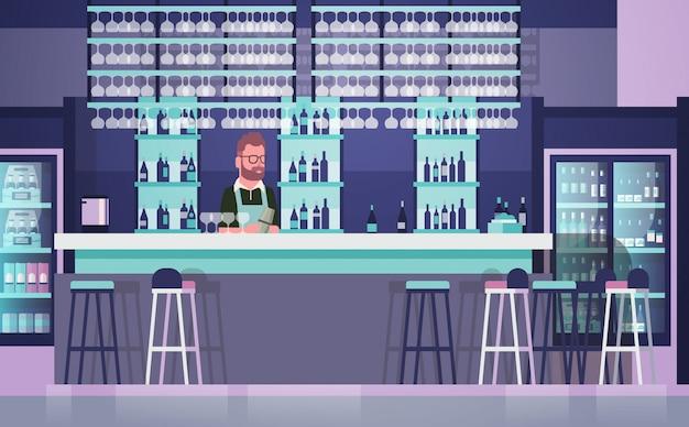 Barman, sur, comptoir bar, homme gardien, sur, bouteilles, alcool, et, verres