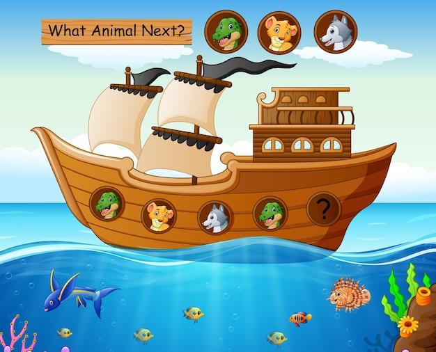 Bateau en bois naviguant sur le thème des animaux sauvages