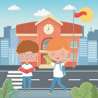 Bâtiment scolaire et garçons