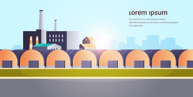 Bâtiment d'usine entrepôts hangars usine de zone industrielle avec des tuyaux