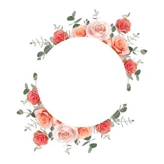 Beau cadre avec des roses orange florales et une feuille d'eucalyptus