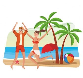 Beau couple s'amuser à la plage