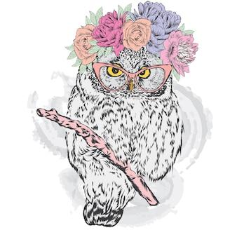 Beau hibou hipster en guirlande de fleurs