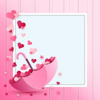 Beau parapluie et coeur à l'intérieur sur la couleur rose