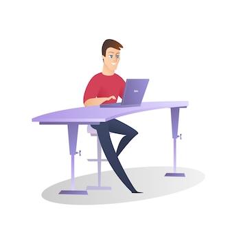 Beau sourire bureau homme travail sur ordinateur portable isolé