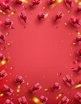 Beaucoup de boîte-cadeau avec ruban doré et confettis sur fond rouge