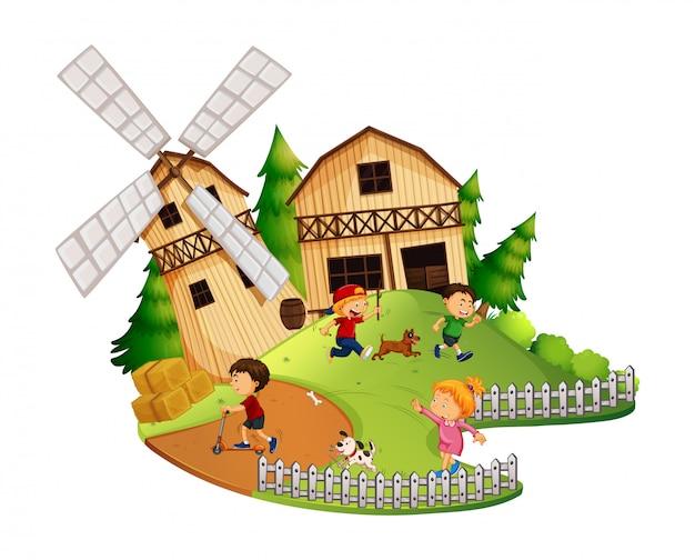 Beaucoup d'enfants jouent dans la ferme