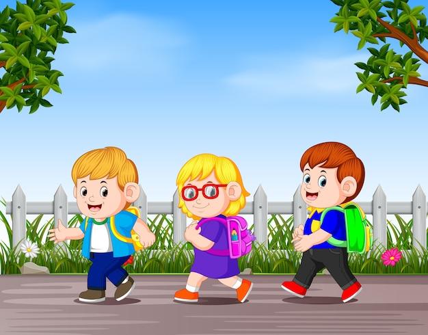Beaucoup d'enfants partent à l'école