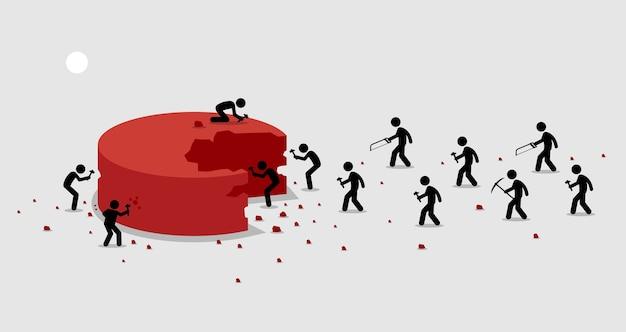 Beaucoup de gens se précipitent et se bousculent pour couper une portion d'un gros morceau de tarte pour eux-mêmes.