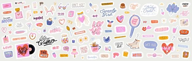 Beaux autocollants d'amour avec des éléments et des citations de la saint-valentin. image de dessin animé romantique et lettrage à la mode.