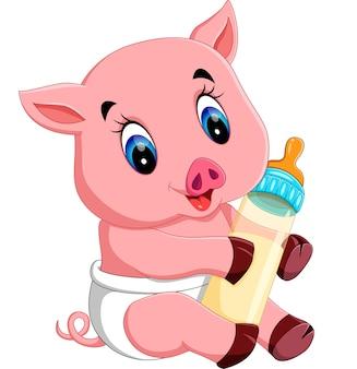 Bébé cochon tenant une bouteille de lait
