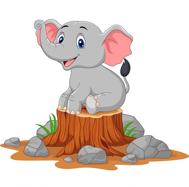 Bébé éléphant de dessin animé assis sur une souche d'arbre