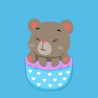 Bébé ours sort de la grande poche avec un motif d'amour