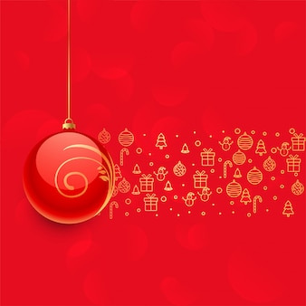 Belle boule de noël rouge et autres éléments de décoration