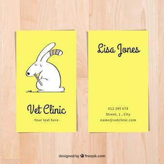 Belle carte de clinique vétérinaire avec le lapin dessiné à la main