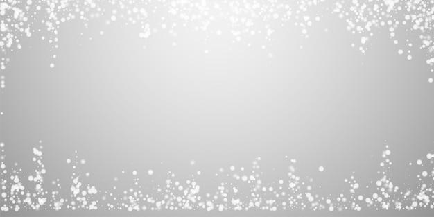 Belle chute de neige fond de noël. flocons de neige volants subtils et étoiles sur fond gris clair. modèle de superposition de flocon de neige argenté d'hiver admirable. illustration vectorielle captivante.