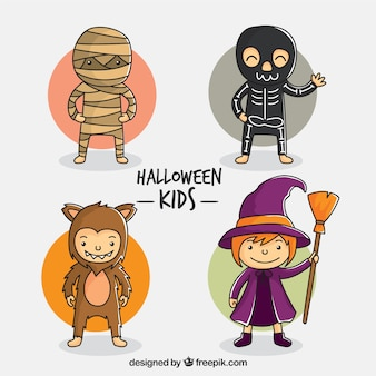 Belle dessiné à la main des enfants de halloween habillés