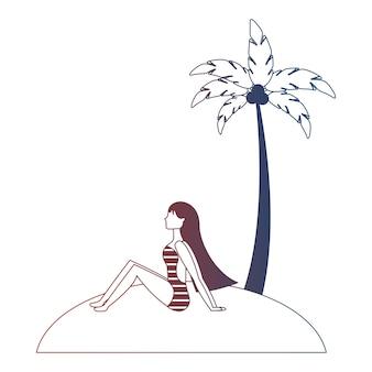 Belle femme en maillot de bain cheveux longs sur la plage