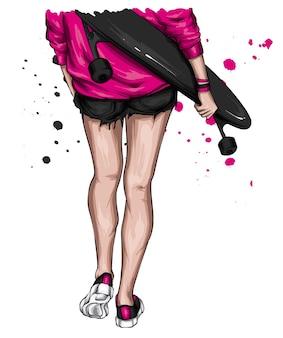 Belle fille dans des vêtements élégants et skateboard