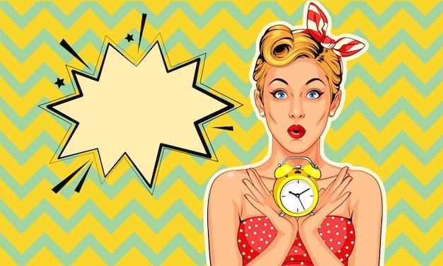 Belle pin up modèle avec réveil dans un style pop art